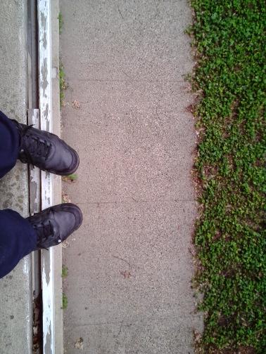 feet_green_linear_edge